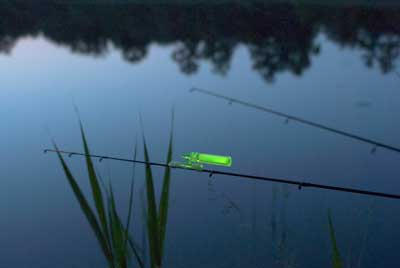 Fishing gear tag light or bite indicator. Supplied joint makes Ni-Glo suitable for attaching to 3 and 4 mm glow stick holders
