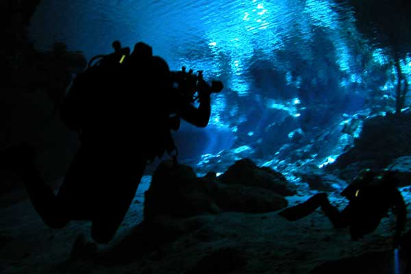 Since visibility becomes vital in confined underwater spaces, each diver should have several independently powered sources of light at their disposal. Ni-Glo can be used as an additional tool to increase visibility.